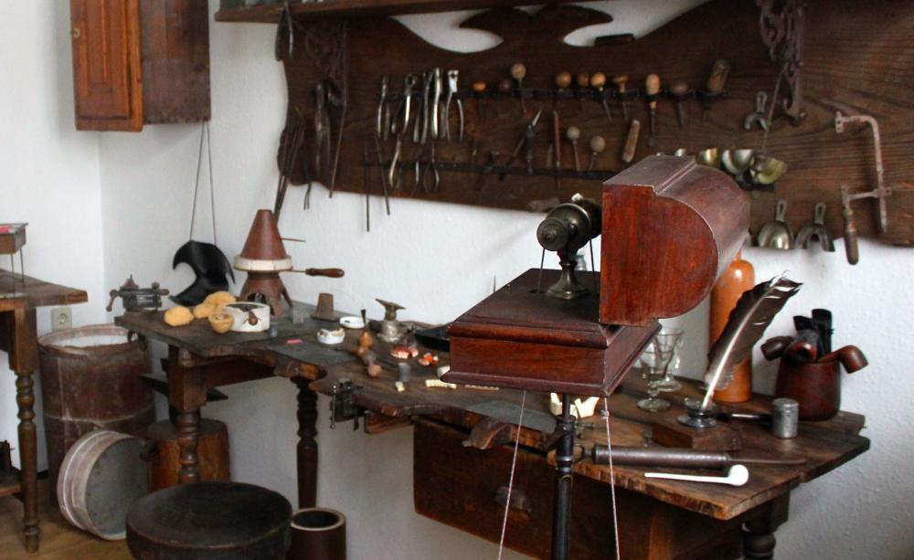 Die ganze Welt der Zahntechnik und Zahnmedizin. Das zeigt das Dental Historische Museum in Zschadraß.